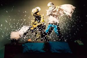 バンクシー Pillow Fight 画像